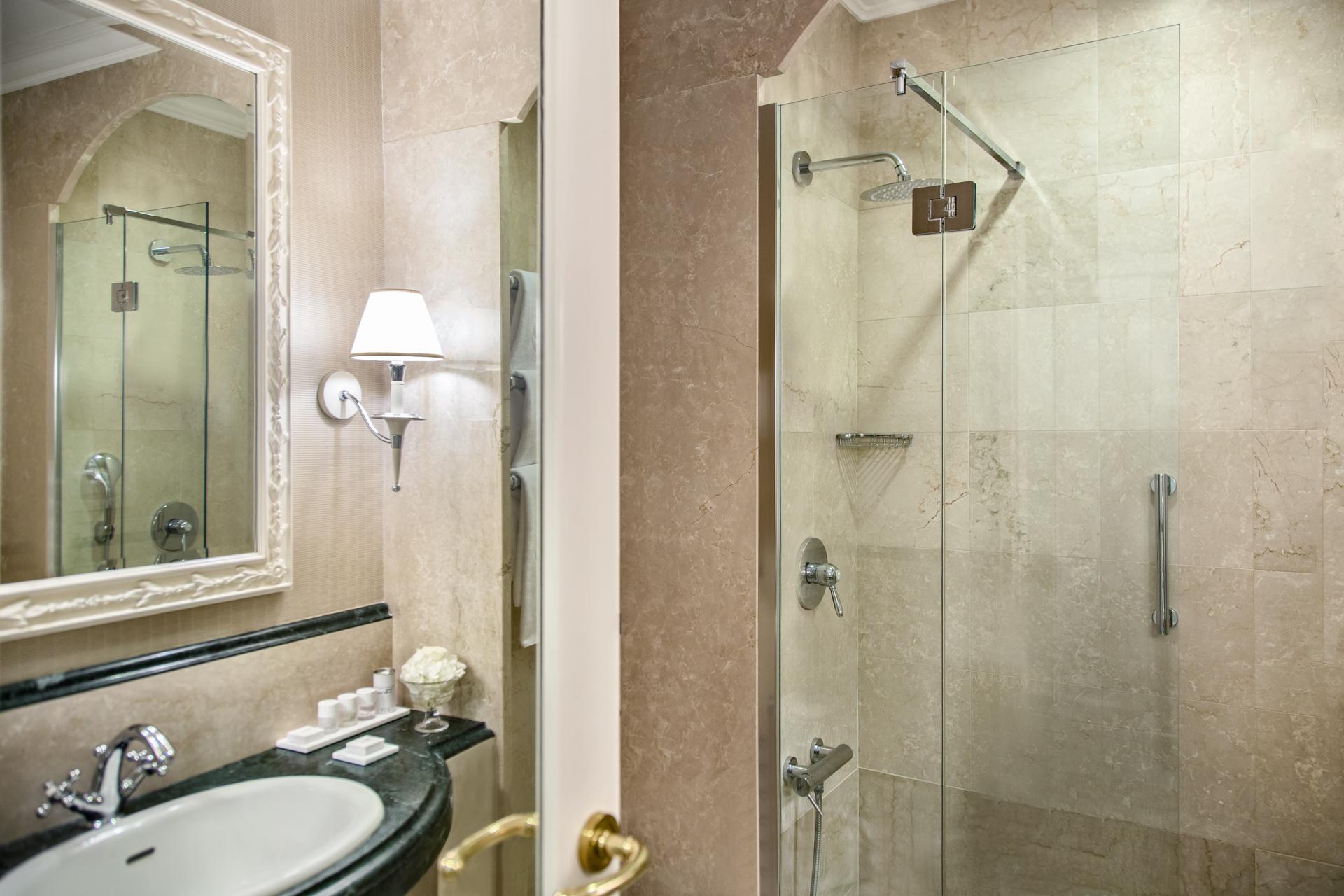 bagno_deluxe_hf_rome_marriott_grand_hotel_flora