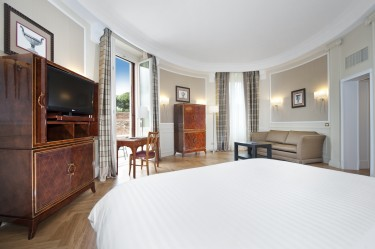 The Oval Suite