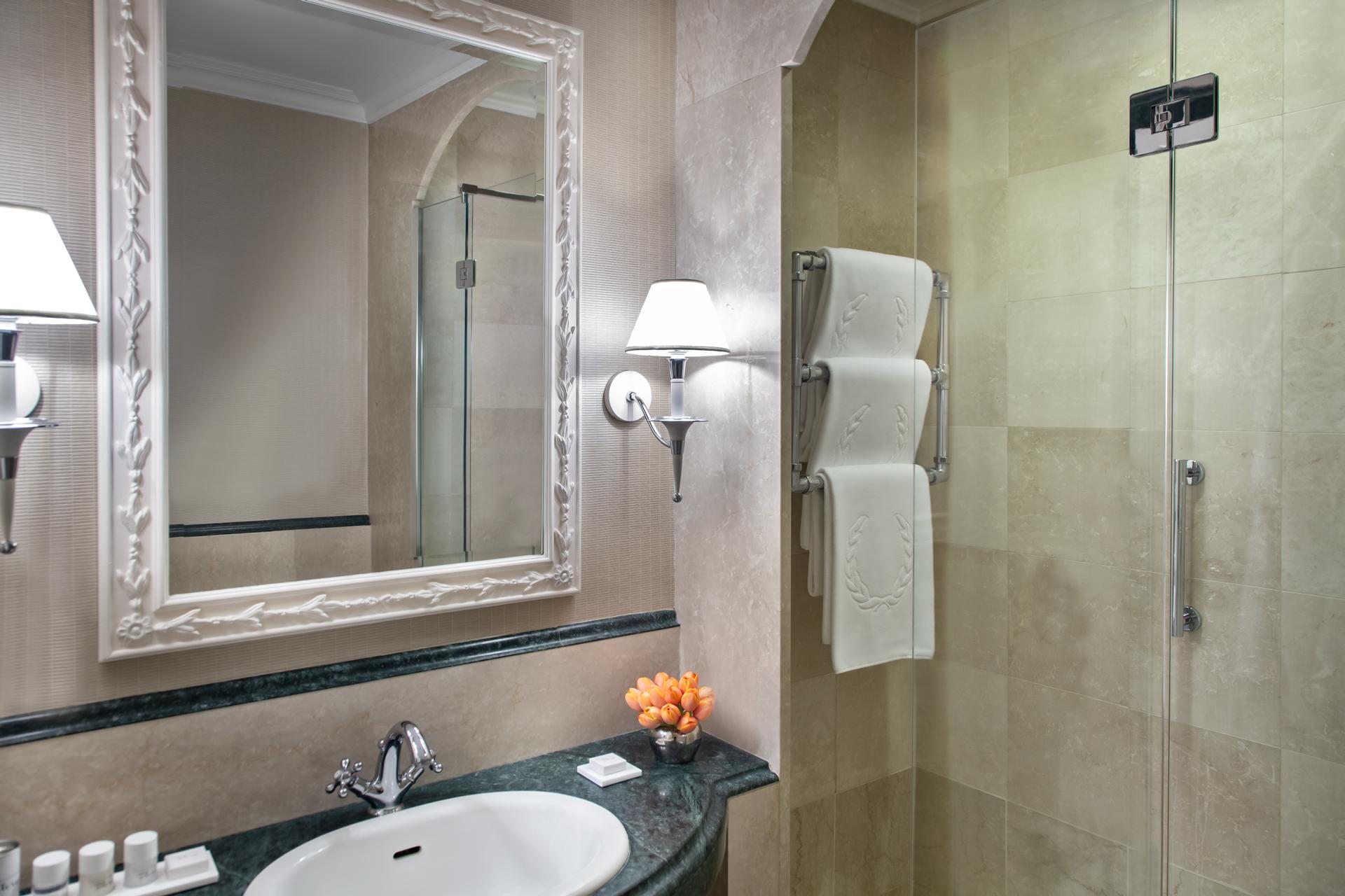 bagno_deluxe_rome_marriott_grand_hotel_flora